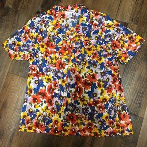 ⬇️sale⬇️Bright flowers shirt